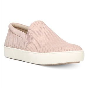 Naturalizer woman's Marianne slip on sneakers 9W